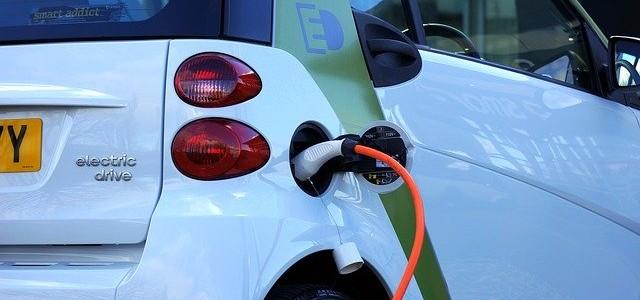 יופחת מס הקנייה על מוניות חשמליות